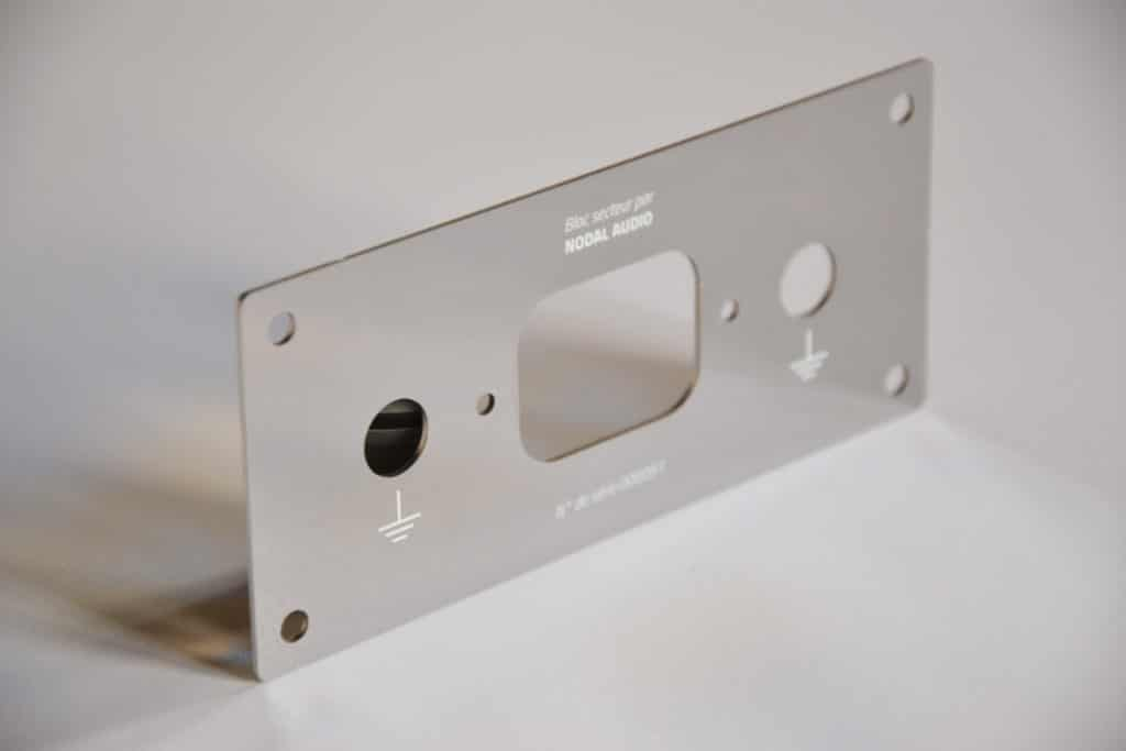 Plaque personnalisee en metal miroir multiprise Nodal Audio